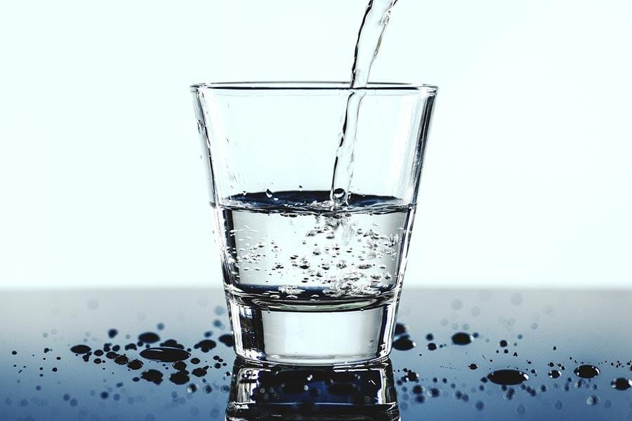 Woda gazowana w pielęgnacji skóry