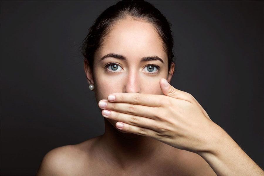 Nieprzyjemny zapach z ust - domowe sposoby